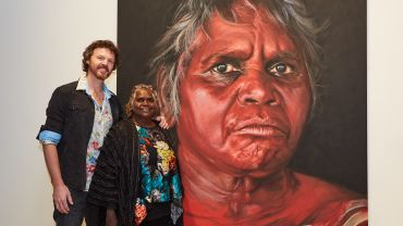 David Darcy and Daisy Tjuparntarri Ward at the announcement of the 2019 Archibald Prize ANZ People's Choice award at the Art Gallery of New South Wales on 14 August 2019. Photo: AGNSW/Felicity Jenkins. Artwork: David Darcy, Tjuparntarri – women's business © the artist