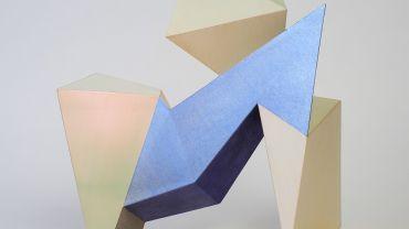 Samara ADAMSON-PINCZEWSKI, Around the Corner 2 (2019), acrylic and iridescent acrylic on ABS resin (SLA), 40 x 15 x 38.5cm. Private collection, Me