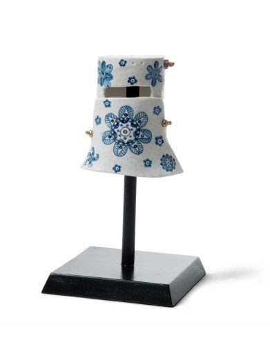 Vipoo SRIVILASA The Next Super Hero, 2018 Porcelain, cobalt oxide, gold lustre and wooden stand 24 x 14 x 14cm Courtesy the artist and Scott Livesey Galleries, Melbourne