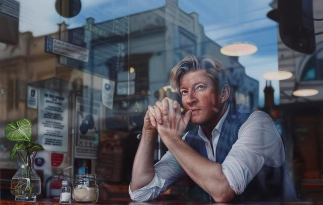 Winner Packing Room Prize 2019, Tessa MacKay, Through the looking glass, oil on linen, 210 × 330.5 cm, © the artist. Photo: AGNSW, Mim Stirling. Sitter: David Wenham – actor.